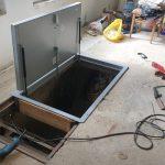 Установка люка в подвал
